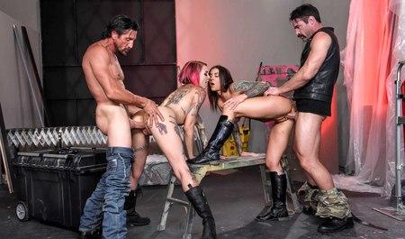 Лесбиянки байкеры сношают в групповухе с товарищами по увлеч...