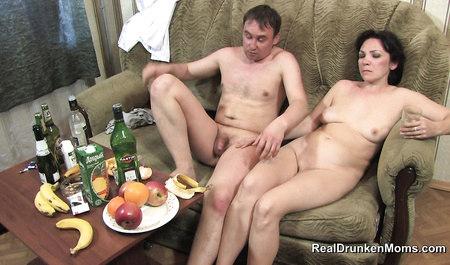 Костя из Саратова заставляет зрелую подругу стонать от оргаз...