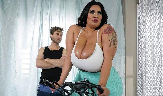 Майкл Вегас в спортзале решил отодрать раком толстозадую Соф...