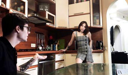 Парень снимает на видео камеру русский анал от первого лица