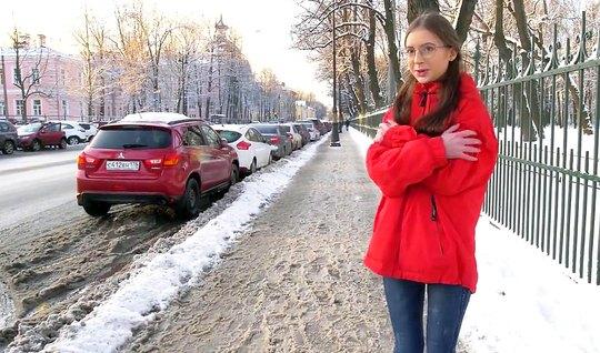 Русская незнакомка повелась на пикап и вечером уже трахалась...