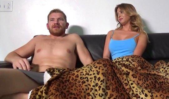 Жена с мужем снимают домашнее порно и кончают от кайфа