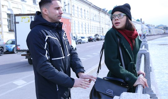 Русский пикапер привел домой девку в очках и трахнул ее на к...