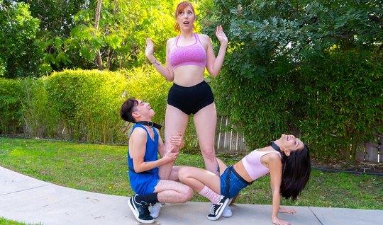 Мамочка и ее молодая подруга устроили парню групповой трах