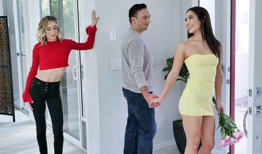 Парень соблазнил двух сексуальных мамочек на групповой секс...