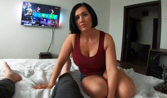 Мамка наслаждается домашним сексом с любовником и истекает п...