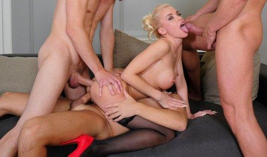 Блондинка на секс-встрече с тремя пихарями хочет ДП в мягкую...