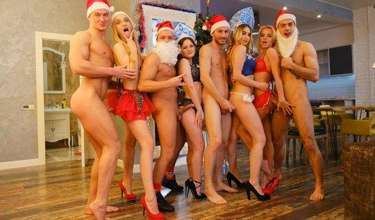 Русские студенты снимают оргию на Новый Год и получают групп...
