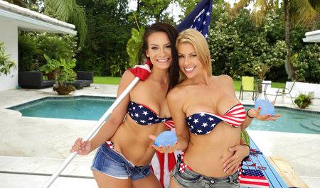 Две американские девицы занимаются лесбийским сексом в выход...