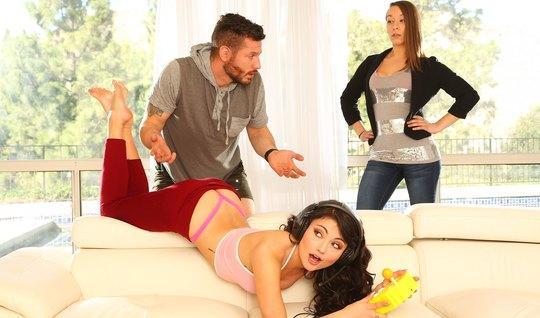 Девушка увидела как муж изменяет с её сестрой...
