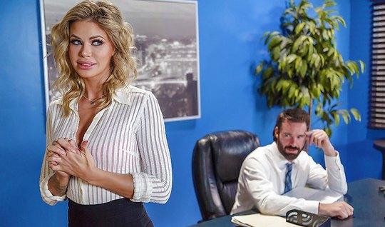 Мужик трахнул грудастую секретаршу в офисе Brazzers...
