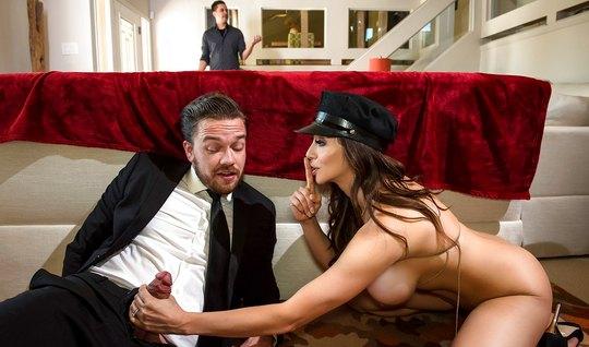 Развратная дама изменяет своему лопуху с брутальным мужиком...
