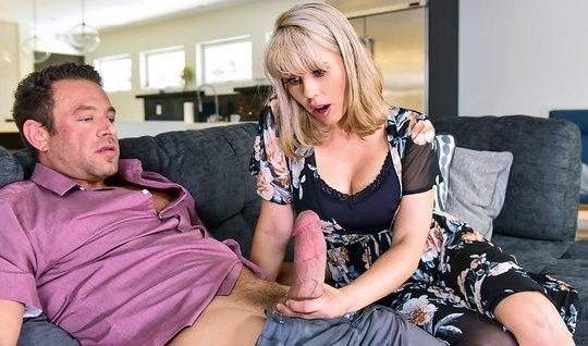 Опытная блондинка Эмбер Чейс не смогла отказаться от огромно...