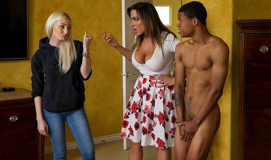 Зрелая мамка соблазнила друга дочери негра студента на секс ...