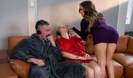 Жена отдыхает, а муж изменяет ей с молодой девушкой косметол...