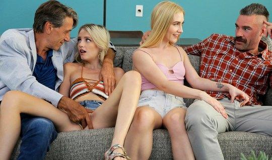 Молодые девушки подставили свои худенькие щели для вагинала ...