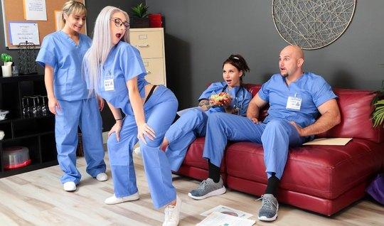 Блондинка в больнице устроила для врача настоящий бурный тра...