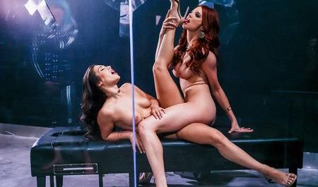 Шикарные лесбиянки занимаются любовью после работы...