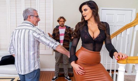 Мамка изменяет своему старому мужу с его молодым сыночком...