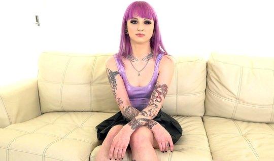 Девушка с татуировками пришла на кастинг и занялась сексом с...