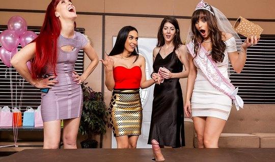 Четыре сисястые девушки устроили на вечеринке групповой секс...