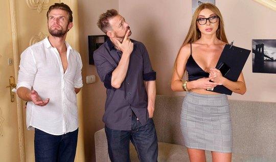 Блондинка в очках во время русского анала получила двойное п...