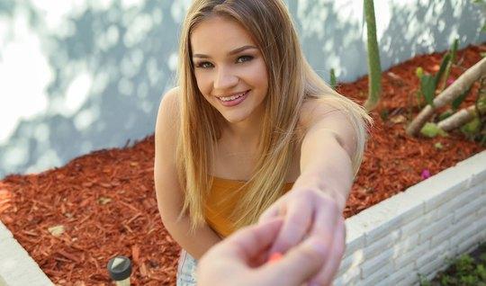 Молодая блондинка во время пикапа повелась на флирт и на сек...