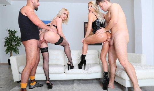 Две молодые блондинки обожают групповой секс с двойным проникновением и фистингом