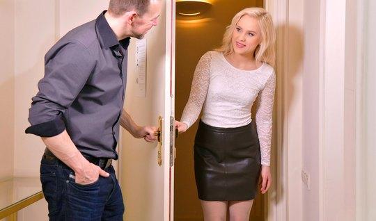 Русская блондинка обожает секс и трахается со своим любовник...