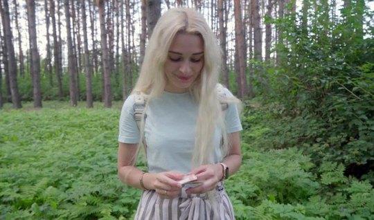 Русская в лесу устроила горячий секс с пикапером перед включ...