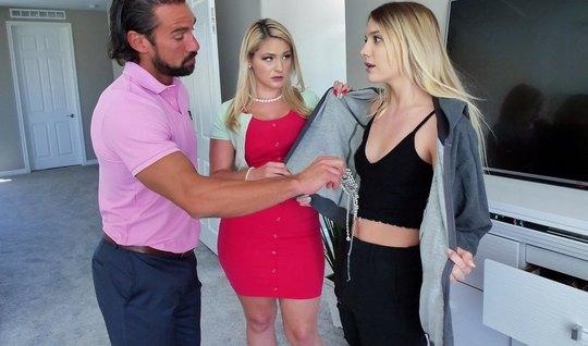 Мамка помогла мужу оттрахать стройную блондинку в черных джи...