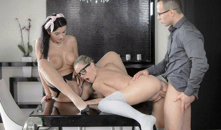 Вместо учебы троица занимается горячим групповым сексом...