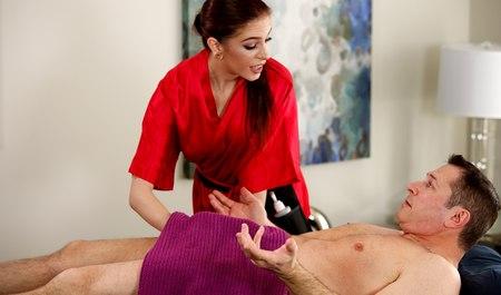 Рыжая массажистка сделала минет и жестко трахнулась с мужико...