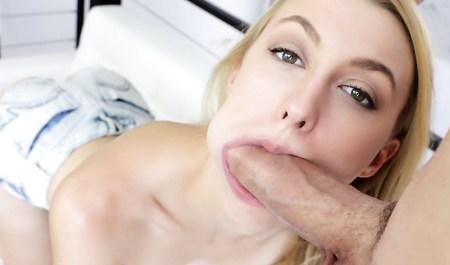 Бойфренд в очередной раз дрючит в рот изящную блондинку