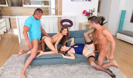 Два мужика забавляются групповушкой с симпатичными подружкам...