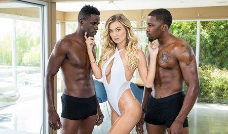 Два африканских парня с крепкими членами шпилят шикарную бло...