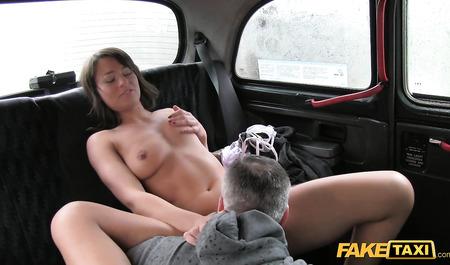Худая студентка согрелась сексом с водителем маршрутного так...