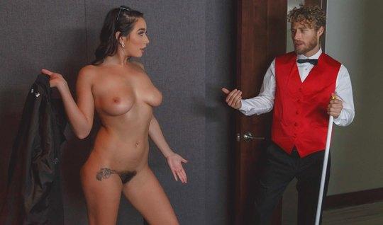 Кудрявый уговорил деваху из Лас-Вегаса на секс в кинотеатре...